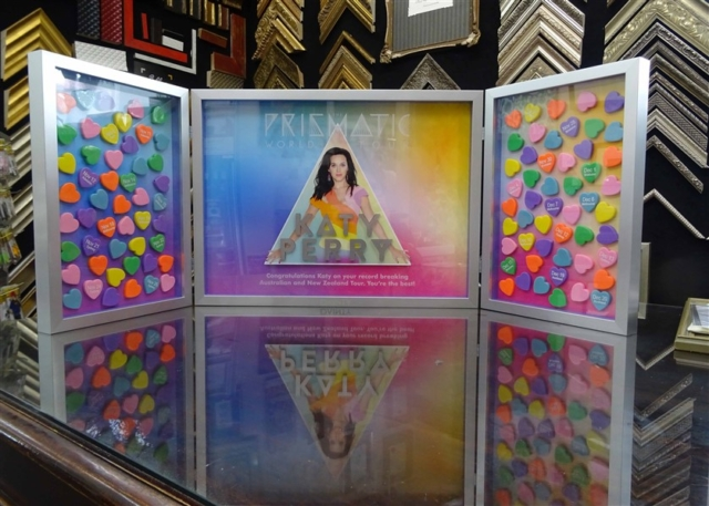 Katy Perry case open 640x480 1
