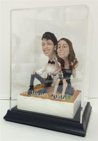 custom wedding cake decoration with engraved acrylic box 640x480 1